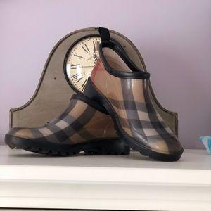 Burberry Rain Booties Size 6 (36)